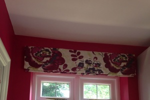 Roman blinds to dress the kitchen.